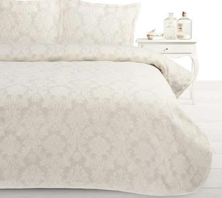 Cuvertura cu dantela dormitor